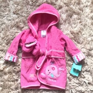 Cute baby Robe NWT. Pink with whale design